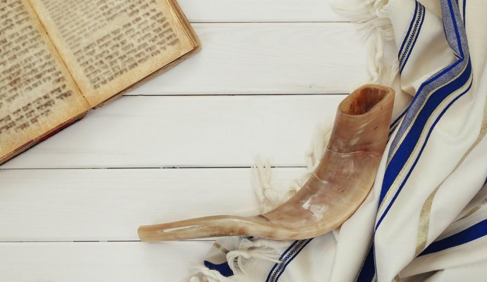 О белой и нарядной одежде, а также о золотых украшениях в Йом Кипур